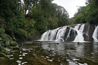 Peter Hockley: Waterfall